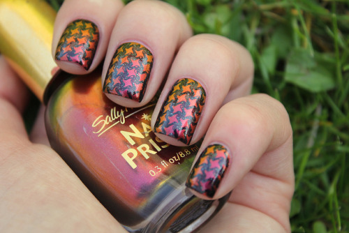 Amber Ruby & Smoke and Ashes on Flickr.I seriously love China Glaze Smoke and Ashes for stamping. Soo pretty. And Sally Hansen Amber Ruby is always a winner! www.coewlesspolish.wordpress.com