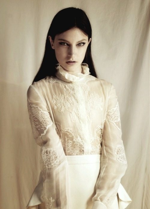 moldavia:  Jacquelyn Jablonski in Pop F/W 2010 by Sean & Seng  She has such haunting eyes… beautiful.