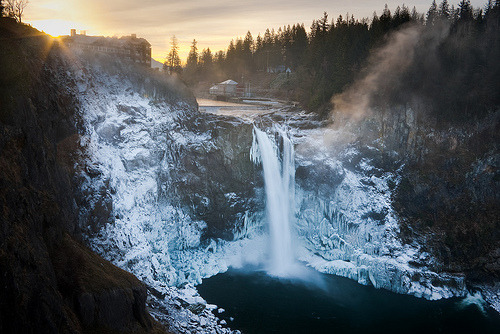 -cityoflove:  Snoqualmie Falls, Washington via Thorsten Scheuermann