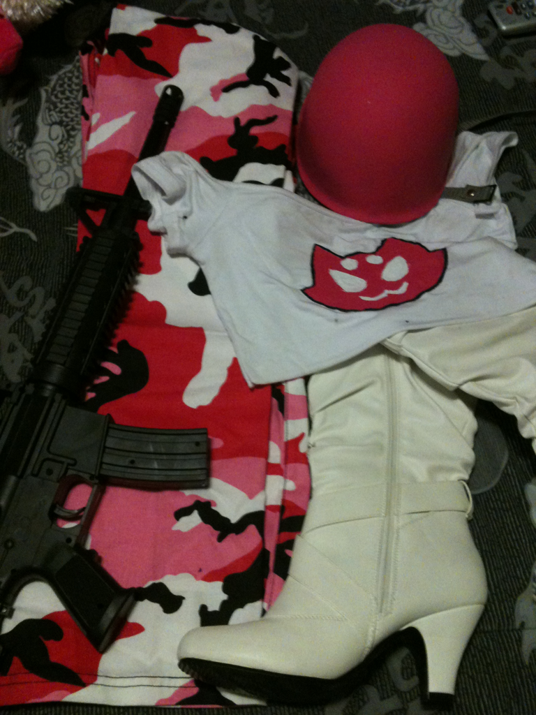 runesby:  vanityninja:  Soldierstuck!Roxy cosplay WIP All I need left is her belt!!  Design by Runesby.tumblr.com  HOLY SHIT.  GIRL