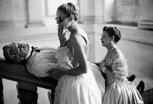 suicideblonde:  John Malkovich, Uma Thurman and Swoosie Kurtz on the set of Dangerous Liaisons photographed by Brigitte Lacombe