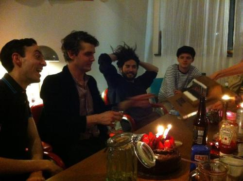 scissorhandz:  SYNTH-CAKE(via stephanie min's facebook)