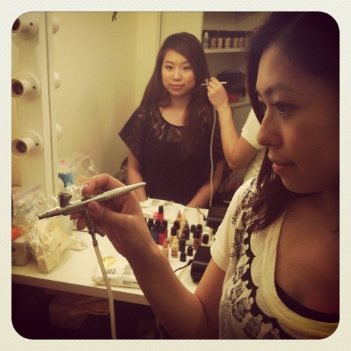 DressMe's Beauty Blogger Michelle & I check out Hollywood airbrushing (foundation) #flawless (Taken with instagram)