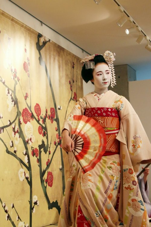 "Maiko Fukunae performing ""Kyo no Shiki"". She only performed two parts of the dance - Spring and Summer. Credit goes to Kyoto Fan on Facebook."