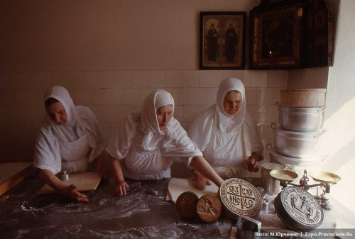 Three Russian Orthodox nuns are making prosphora