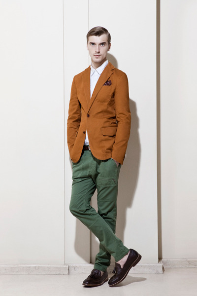 The latest Zara lookbook offers smart/casual  which is perfect for the unpredictable British weather.