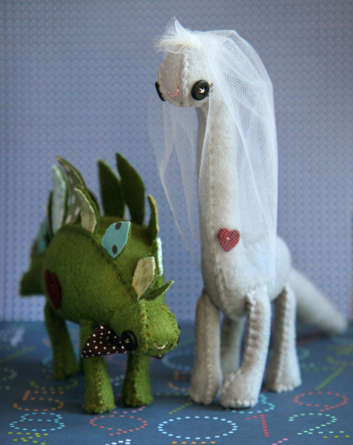(via Skunkboy Creatures — Dinosaur Cake Toppers) sorry, this item says it is reserved for someone so perhaps i shouldn't post it, but oh my god, how adorable are these dinosaur cake toppers?!  i love skunkboy, i fell in love a long time ago when i saw their (stuffed toy) mounted animal heads.