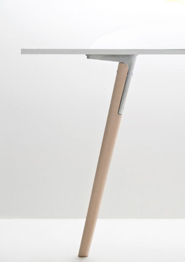 quiet-design:  Pilo table by Ronan and Erwan Bouroullec for Magis