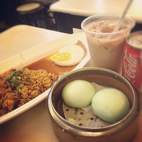 late dinner with bestf @mevseworld! #dinner #baotoday #313somerset #food #drinks  (Taken with instagram)