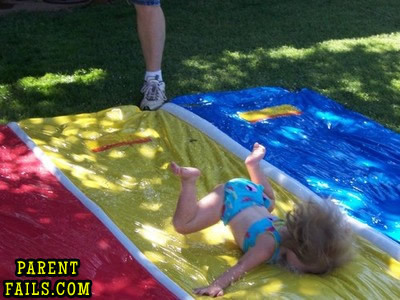 BAHAHAHAHAHAHAHA parentfails:  Slippin ' Slides are no joke…