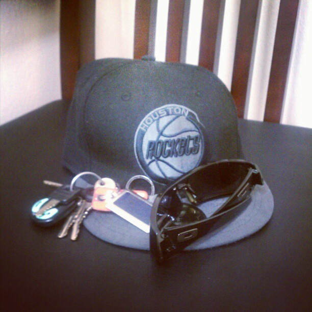 Favorite fitted, favorite shades. #Oakleys #59Fifty #Houston #Rockets  (Taken with instagram)