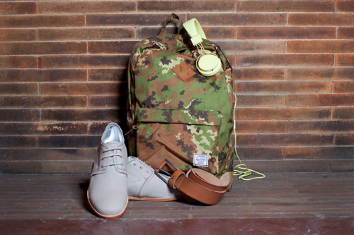 theminimalisto:  Hershel the heritage backpack, you can buy it here. Urbanears headphones, you can by them here.