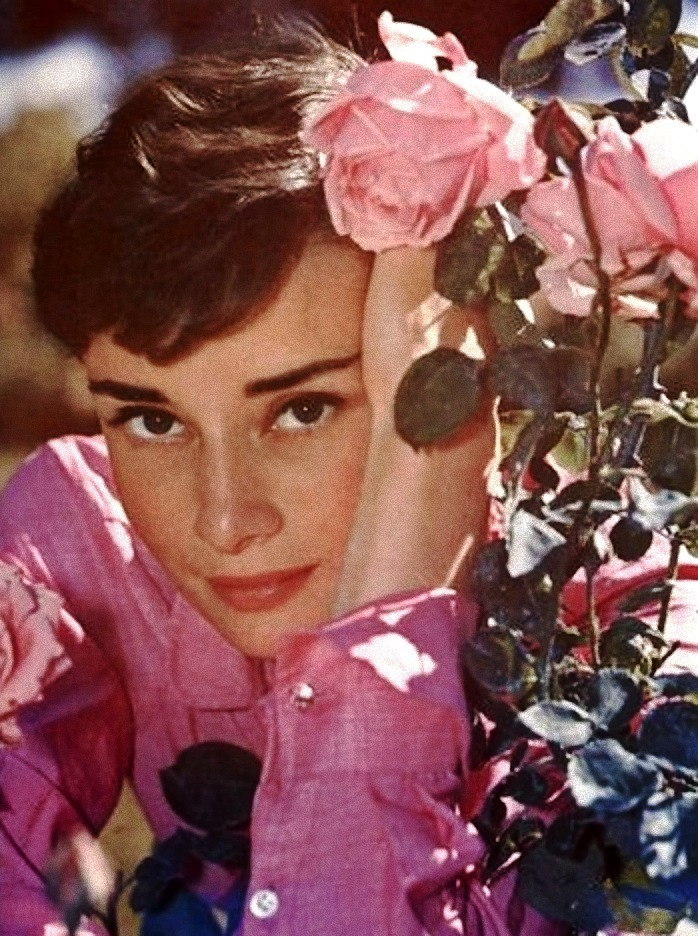 theniftyfifties:  Audrey Hepburn in Italy, 1955.