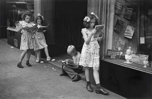 anneyhall:  Comic Book Readers, NYC, 1947. Photo by Ruth Orkin (Thanks MW!)