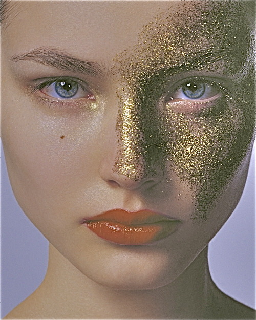 thereisnotime:  Can it be socially acceptable to wear glitter on your face at all times?