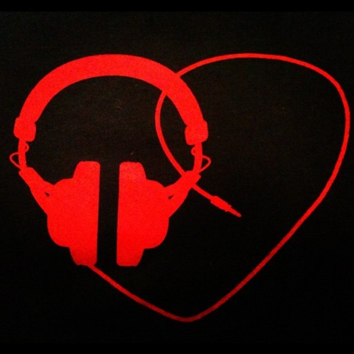 #ilovemusic #headphones #heart #music #art #trance #electro #dubstep #photography (Taken with instagram)