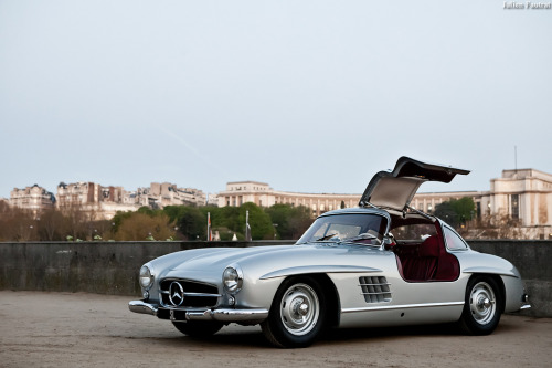 motoriginal:  Mercedes-Benz 300SL Gullwing - The one that started it all