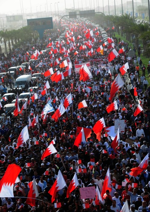 "johnlockephilosophe:  Bahrain: Hundreds of thousands of protesters marching to honor the fallen. ""The March of Loyalty to Martyrs""; February 22nd, 2011. ~JL"