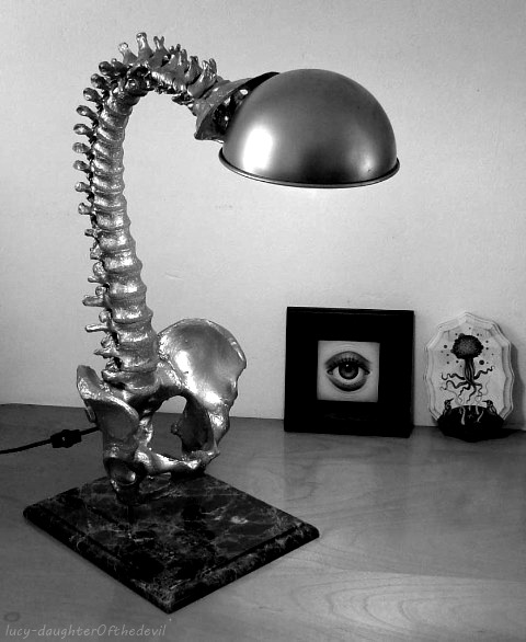 lospaziobianco:  monster-rose:  mariakleopatra:  this is a nice reading-lamp.  Want the spine lamp! *.*  ,