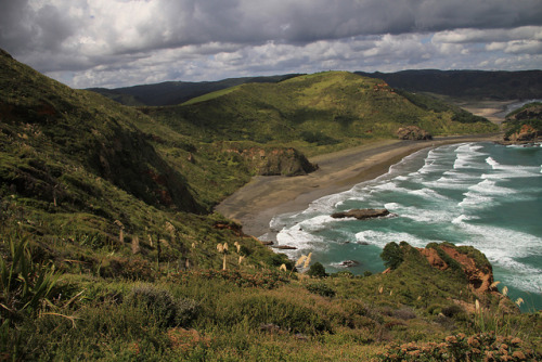 rolling mountains and the Tasman Sea by Tom J. Wilson on Flickr.