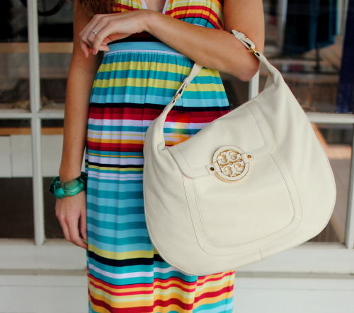 Perfect summer accessory: @ToryBurch Amanda Flat Hobo in Bleach - $465