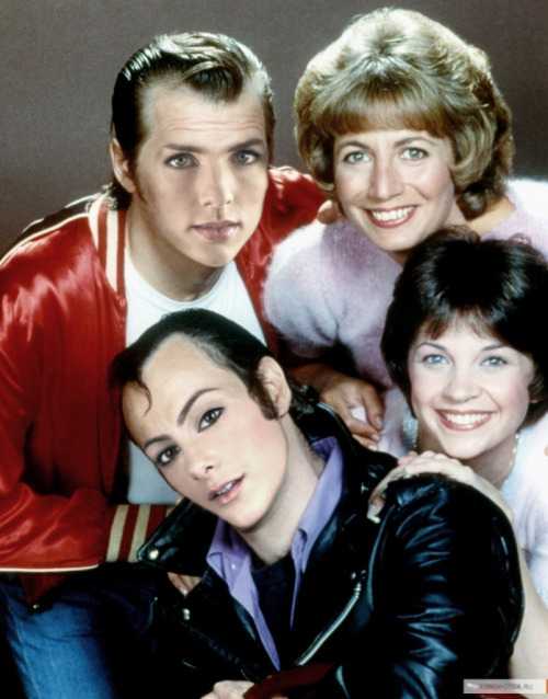 Kimmy Kim & Frutron join up with Laverne & Shirley! (Thanks @practicecactus) It will be @Frutron's Birthday all week!