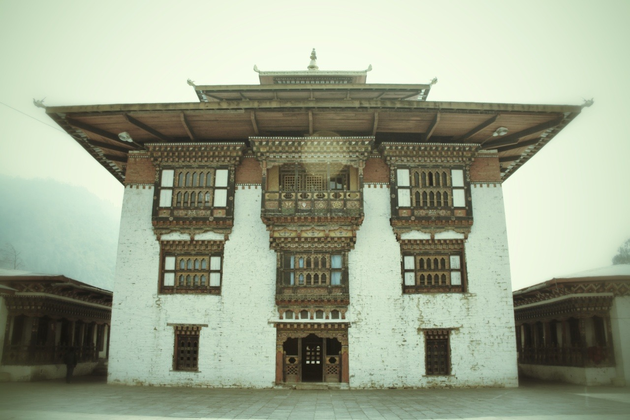 johnnyworks:  THE TRASHIYANGTSE MONASTERY | TRASHIYANGSTE | BHUTAN The beauty of this monastery that no camera could capture is, when you first sight it from the roads across while riding, it looked like its suspended in mid air with valley around. Amazing. There is a natural spring in the valley below this monastery that we visited, the water of which has curable properties.