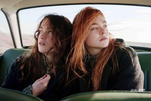 suicideblonde:  First picture of Alice Engert and Elle Fanning in Sally Potter's Bomb Alice is the daughter of director Jane Campion.