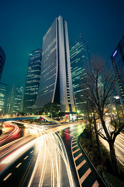 japanlove:  Shinjuku skyscraper light trails : Shinjuku, Tokyo, Japan / Japón by Lost in Japan, by Miguel Michán on Flickr.
