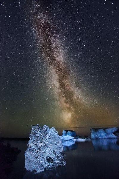 llbwwb:  Milky Way - Iceland. By orvaratli - www.flickr.com/photos/orvaratli/4997428776