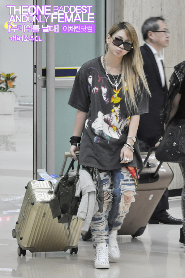 ygladies:   [STALKER] 120503 CL HQ Pictures @ Gimpo Airport, Back from Japan cr: as tagged