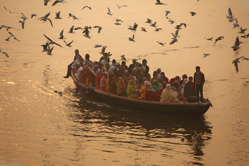 goss-ross:  Early morning on the Ganges river in Varanasi.