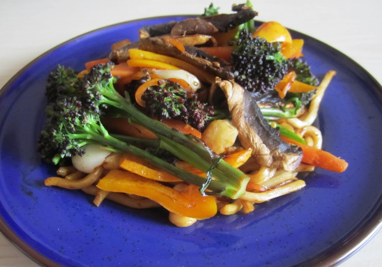 This is an extreme grill stir fry! Purple sprouting broccoli, yellow peppers, carrots and mushrooms with a whole chilli, loads of ginger, garlic and soy sauce. And then some pre-cooked udon noodles, which are just divine, added at the end.  Grill love <3