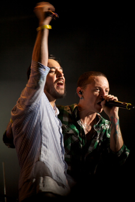 bankerslashphotographer:  Mike Shinoda and Chester Bennington of Linkin' Park. F1 Singapore 2011 after-race concert. Canon EOS 1000D, EF-S lens 55-250mm