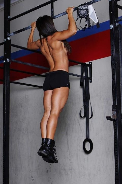 lovelivinlifefit:  Holy moly! Best looking pullup I've ever seen!  she looks asian too!! whooo!