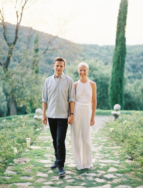 pant suit engagement pics?! yes, please! (via @oncewed)