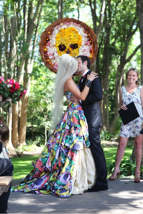 bridalsnob:  This wedding dress. Stylish, avant-garde and perfectly exquisite.