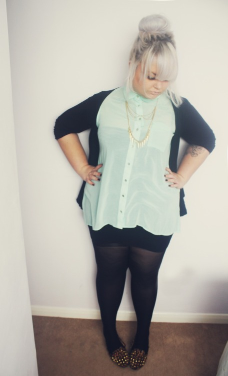 misshayleybee:  Shirt- Newlook Shoes- Ebay Necklace- Handmade mmmminty.   Want this outfit