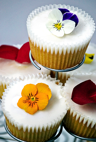 blooming champagne cupcakes click here for recipe