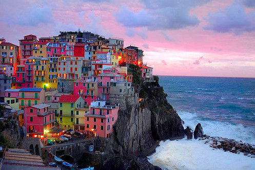 travellerwishes:  Beautiful bright houses in Italy. Look at the ocean view… So lucky. -Manarola, Italy