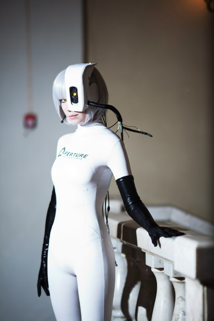 gaminginyourunderwear:  Cosplay of the Day: GlaDOS cosplay by ~Tenori-Tiger