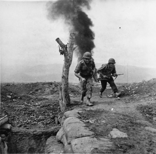 frenchhistory:     Bataille de Diên Biên Phu, 13 - 17 mars 1954. Description : Lors de la bataille de Diên Biên Phu, deux soldats regagnent un abri lors d'un bombardement. Date : Mars 1954 Lieu : Indochine / Tonkin / Diên Biên Phu Photographe : Camus Daniel / Péraud Jean Origine : SCA - ECPAD Référence : NVN-54-40-R57   @credits  The Battle of Điện Biên Phủ was the confrontation of the First Indochina War between the French Union's French Far East Expeditionary Corps and Viet Minh communist-nationalist revolutionaries. The battle occurred between March and May 1954 and culminated on the 7th of May in a comprehensive French defeat that influenced negotiations over the future of Indochina at Geneva.
