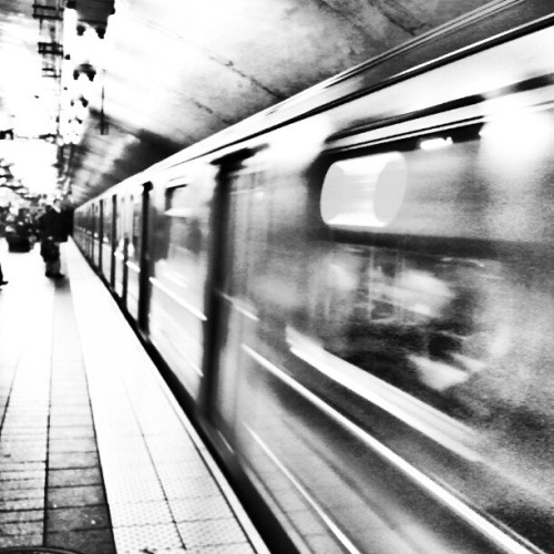 Train at East 42nd #newyorkcity #nyc #newyork #city #downtown #mta #publictransportation  (Taken with instagram)
