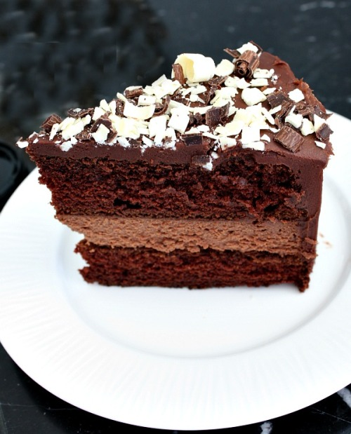foodpornandrecipes:  Chocolate Cheesecake Cake | RecipeGirl.com