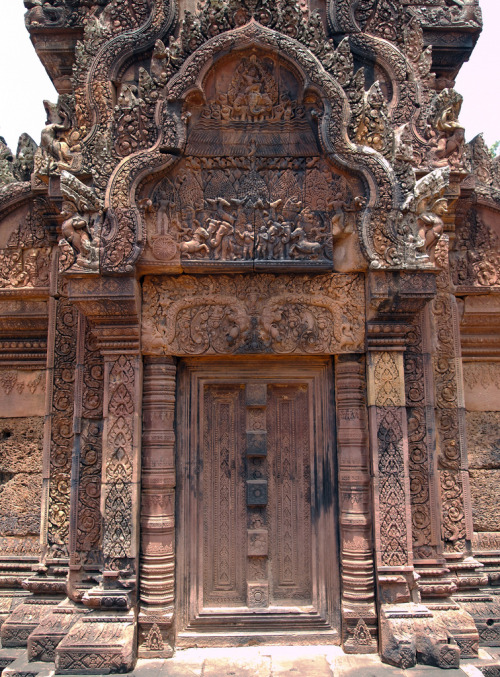 grvnge:  Banteay Srei Doorway Angkor Wat's most intricately detailed temple.