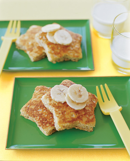 Delicious Mother's Day Brunch Recipes! (starring these banana pancakes)