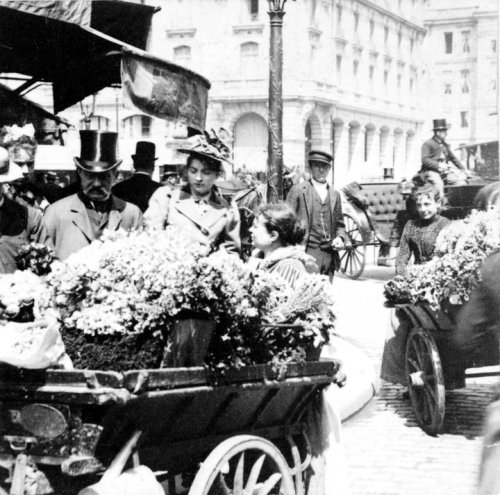 Flower sellers in the streets of Paris in 1898.