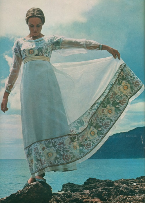 miss-mary-quite-contrary:  Dame Julie Andrews-Edwards… she rocks in Hawaii. — Look magazine, December 28 of 1965.  What an awesome dress.