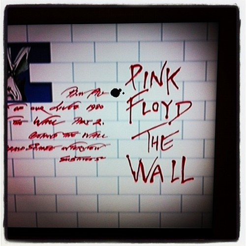 Finally had a look at the Pink Floyd The Wall Box set DVD #pinkfloyd #dvd #thewall #wall  (Pris avec instagram)