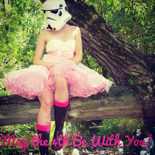 hersweetlife:  #starwars #starwarsday #maythefourthbewithyou #stormtrooper #pink #dress #fashion #bow (Taken with instagram)
